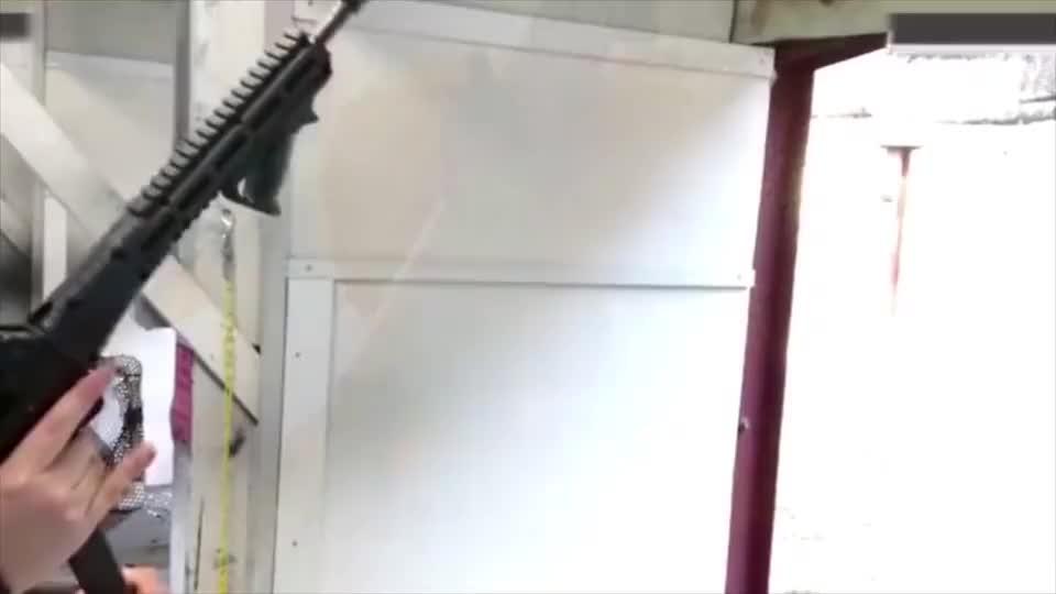 SUB2000卡宾枪,可发射手枪弹,真是不错的好枪