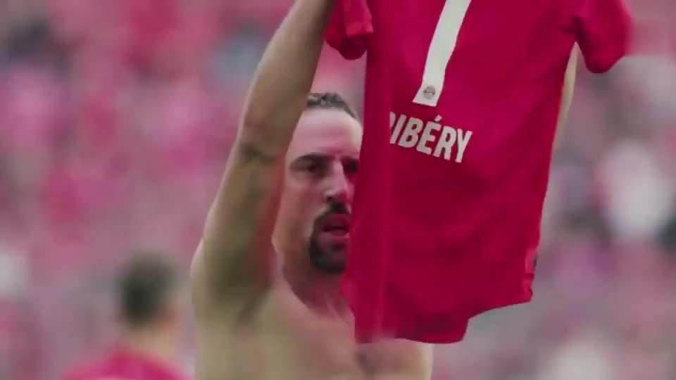 足球有欢笑也有泪水,足坛让人动容的心碎时刻,这就是足球的魅力