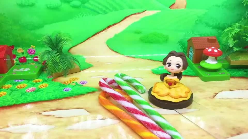 亲子早教宝宝玩具:僵尸抢贝儿公主的糖果吃,还叫来了巫婆帮忙