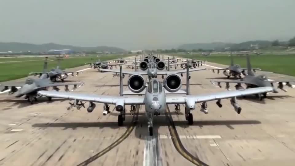 美军A-10攻击机和F-16战机搞摆拍,这阵容能打几分?