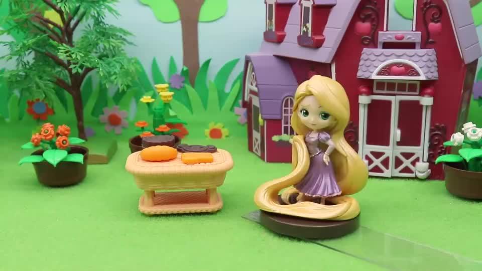 亲子早教宝宝玩具,于是去问爱丽丝为什么,还帮她寻找漂亮的花朵