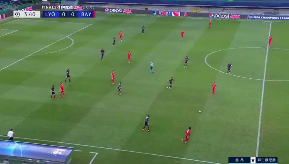 里昂防守战术是不错 德佩始终不是C罗球打飞 拜仁3球大胜无悬念