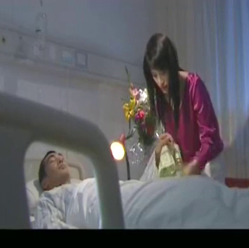 蝴蝶飞飞:两大美人病房相遇,薇薇和小印交接离开