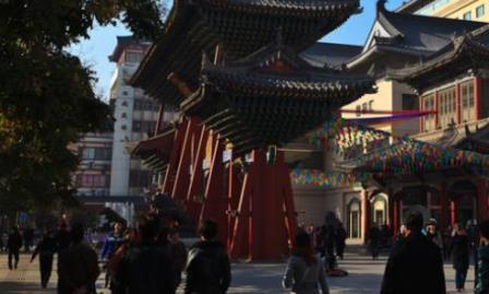 """西安""""城隍庙""""火了,牌坊背后上的4个大字,却让游客笑趴了"""
