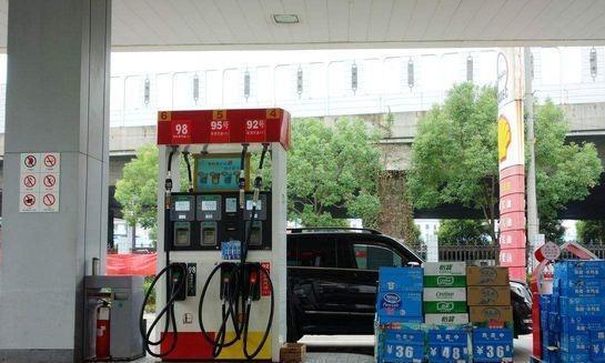 为何私人加油站收费不贵,还免费帮客户洗车?内部员工道出缘由