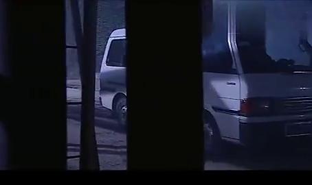 警方前去解救人质,谁料罪犯太狡猾了不见踪影!