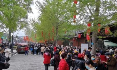 阆中古城免费门票在1月份流行,核心景区排长龙