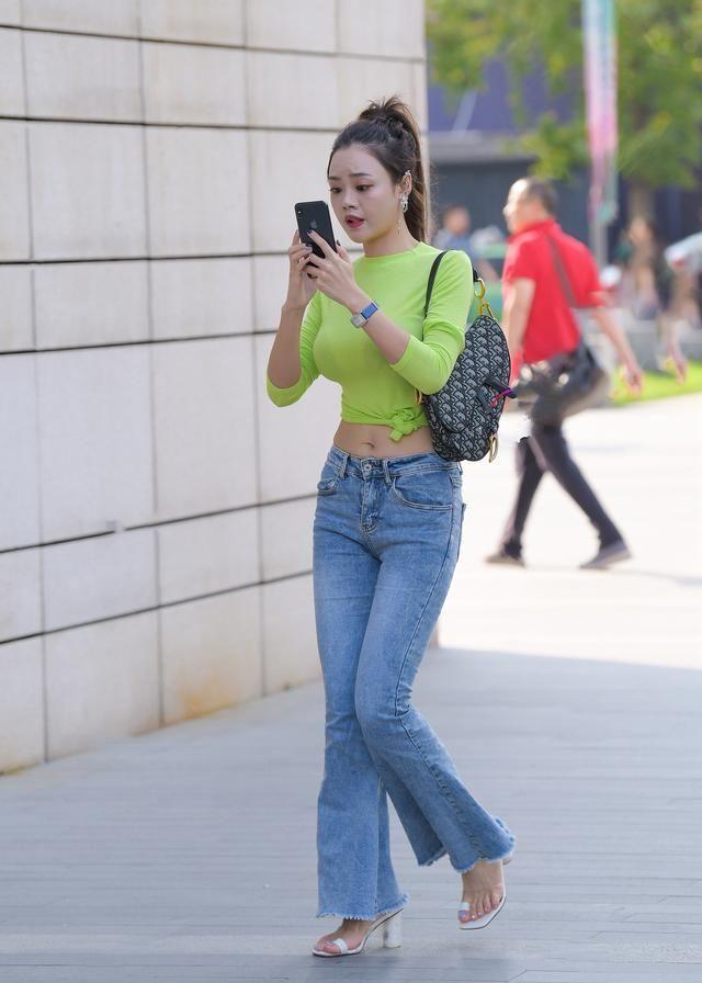 夏天的穿搭少不了牛仔裤,款式时尚且穿着舒适,更易穿出时尚气质