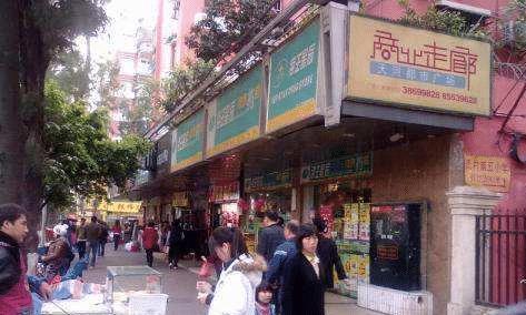 """广州颇受欢迎的城中村,出租楼内夜半人来人往,成打工者""""天堂"""""""