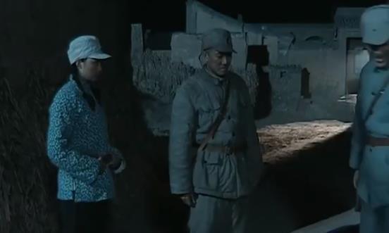 亮剑:朱子明偶遇李云龙,老版让人生疑,新版都这样了还不抓?