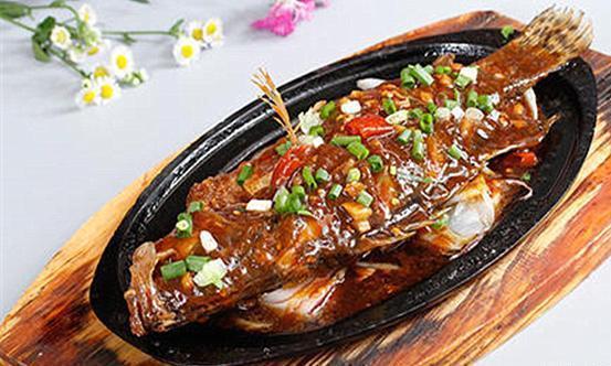 味美湖南、湘菜经典——网油叉烧鳜鱼,外焦内嫩、鲜香扑面来