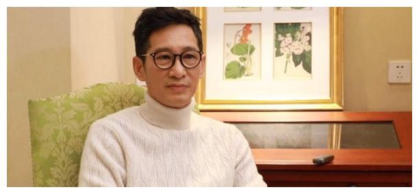52岁的王劲松,早在13年前的《大明王朝》演太监的时候就火了