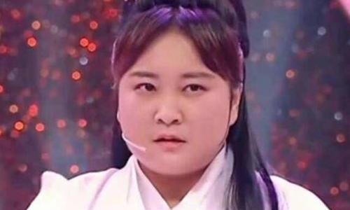 她是冯巩的得意弟子,明明可以靠脸吃饭,却偏要当喜剧演员!