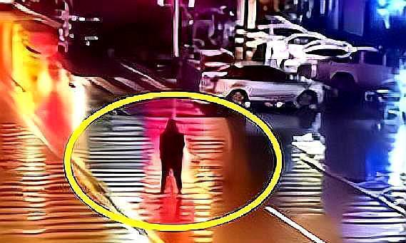 一男子醉酒后,站马路中央小便被撞飞,导致多处骨折,网友:活该