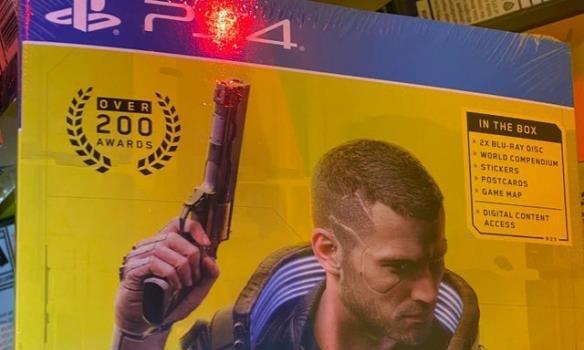 《赛博2077》实体封面曝光主角V右手持枪面容冷峻