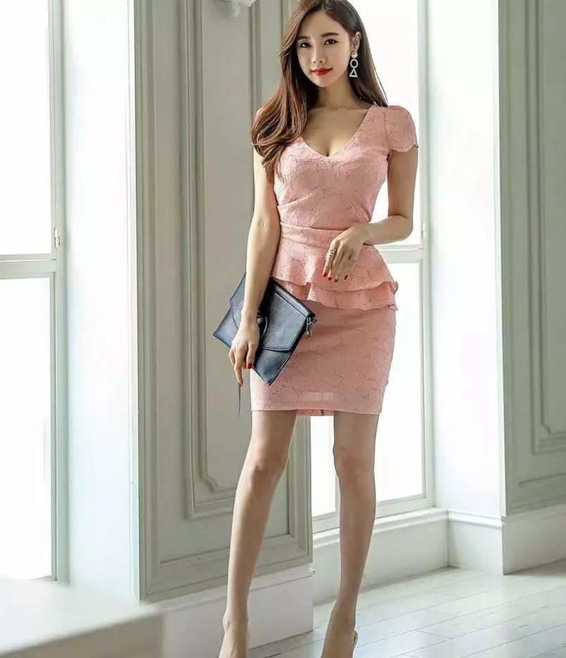 金惠美:可爱粉色连衣裙,粉粉的很贴心