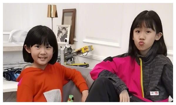 """陆毅女儿又长高了?一张初恋脸毁在""""特效腿""""上,网友:再不羡慕"""