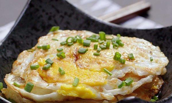 煎煎蛋时,不要急着倒油,教你正确的方法,外焦内嫩,不粘锅