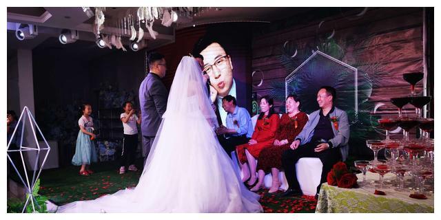 郑州小伙花5000元娶媳妇,婚礼这样办,既显时尚又不浪费