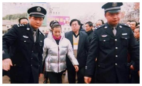 刘晓庆从一线女星沦为阶下囚,422天出狱后,来接她的人竟是前夫