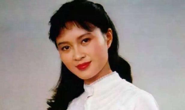 为了屠洪刚与丈夫离婚,离婚后单身至今,而屠洪刚却娶了美娇妻!