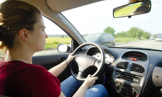 别把它扔了,汽车《用户手册》中这4点驾驶技巧,了解清楚很重要