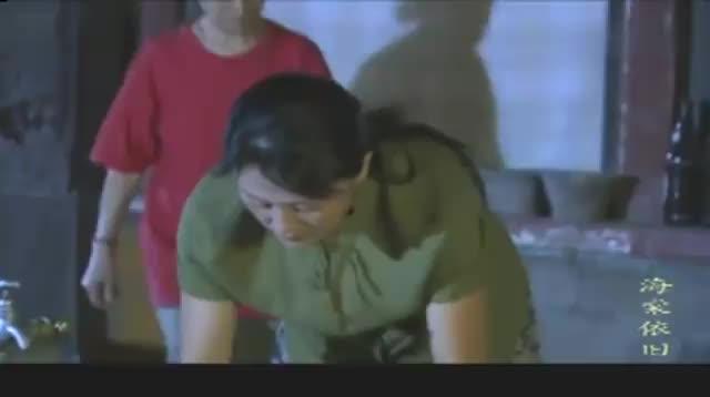 海棠依旧:美女刷碗,谁知母亲突然到来,吓的美女直接把碗打碎!