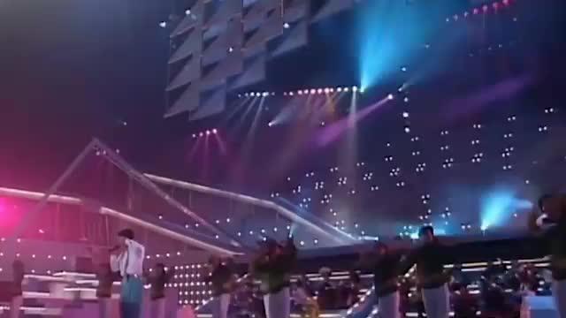 黎明现场演唱《我的亲爱》,一开口全场沸腾,不愧是天王级歌手