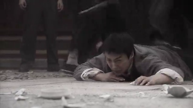 紫苏对李健龙的爱情感动,理解李健龙拼死保护小玉骨灰的举动!