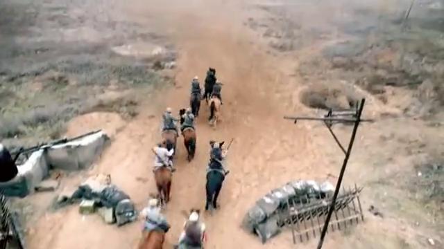 红军骑兵大战黑马团,冲锋时团长一招左手劈刀,将敌将领砍下马!