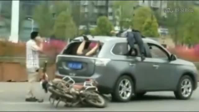 第一次见这种车祸,看了3遍才知道怎么进去的
