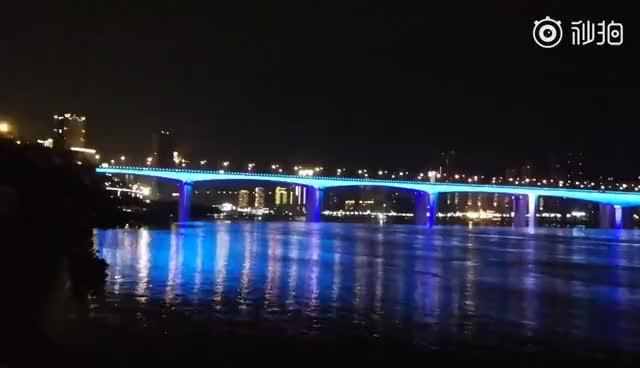 华为P10在4年前实拍的长江大桥夜景,或许有人会不相信这是真的