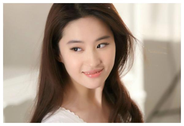 为何刘亦菲单身至今无人敢娶?看完这张照片,宋承宪的选择是对的