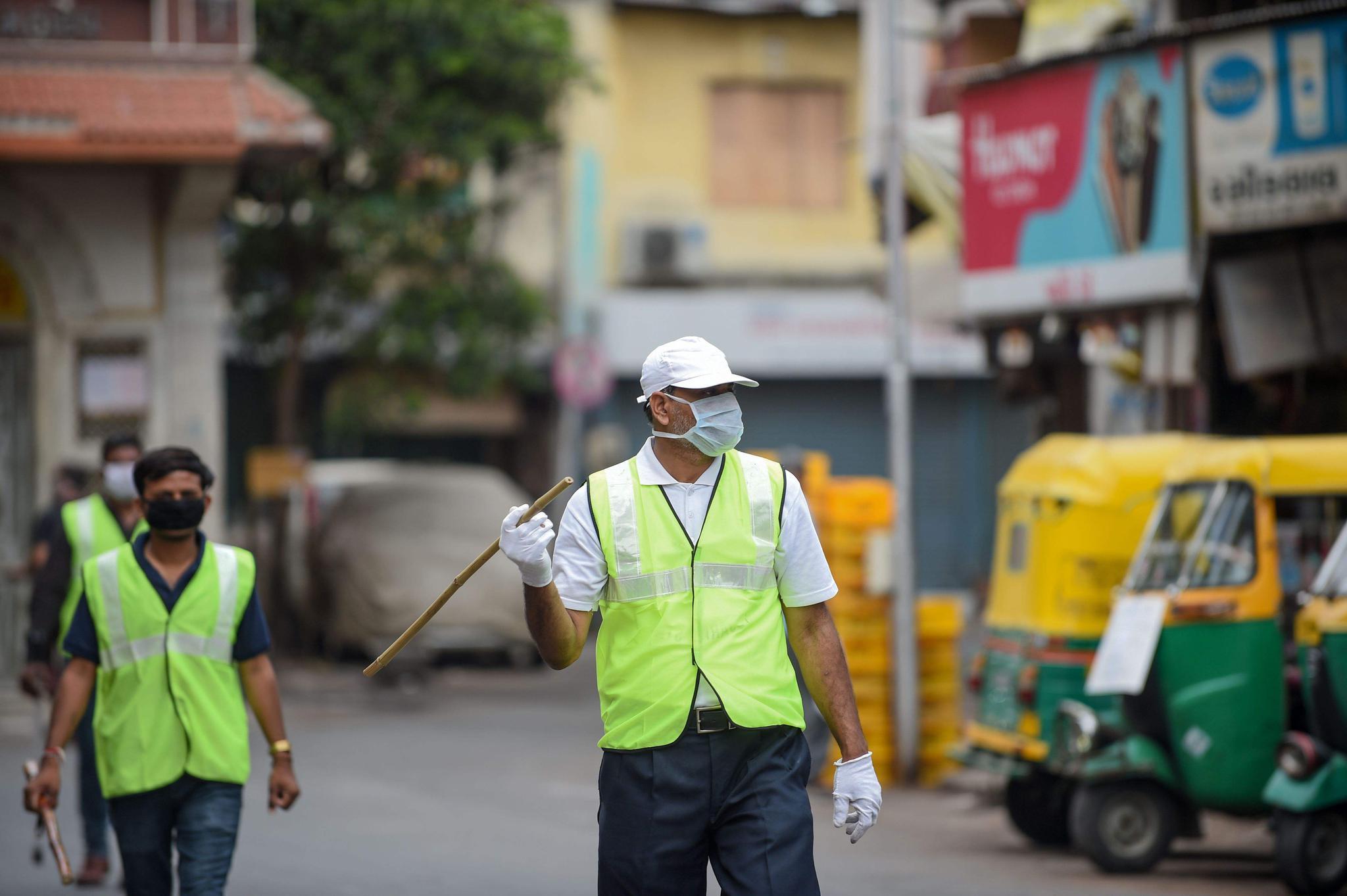 印度疫情掺假,最终还是瞒不住,孟买贫民窟过半感染