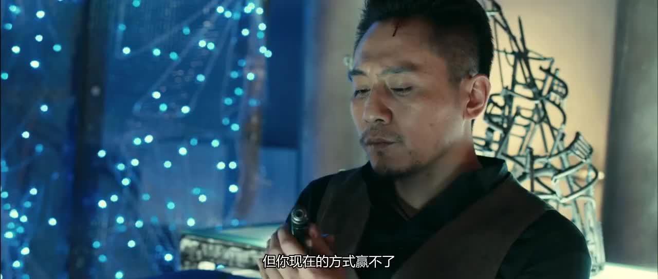 刘烨已经发现成龙进了他的房间所以他们现在没得谈