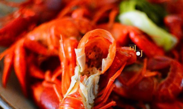 没有小龙虾的夏天是不完整的,这样煮比清蒸好吃,比油炸健康