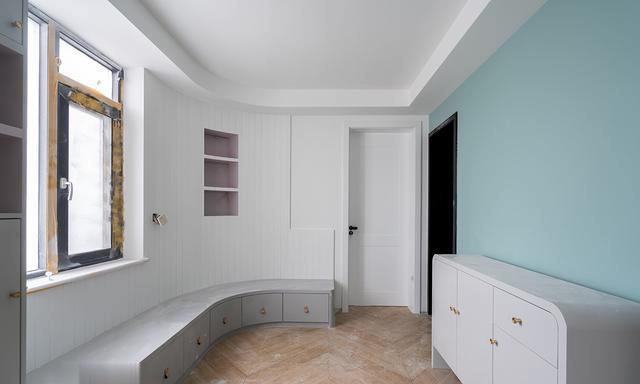 再装橱柜就学学,水槽下装镂空网格柜门,比一排到底挡住实用多了
