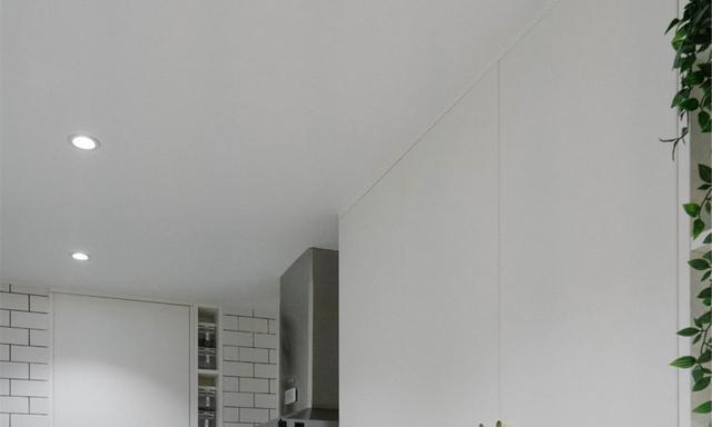 厨房面积太窄,设计师建议吊柜斜着装,怎么看都很怪这能好用吗?
