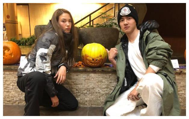 16岁滑雪少女与演员刘昊然共度万圣节,两人看起来真配,有情况?