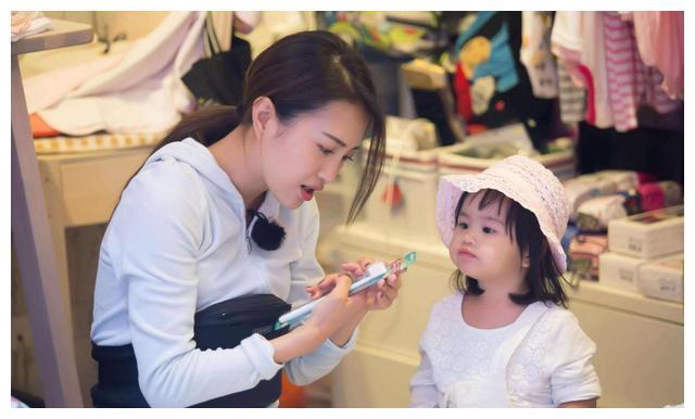 孩子经常焦虑,和母亲的态度有关系,妈妈们要注意参照效应