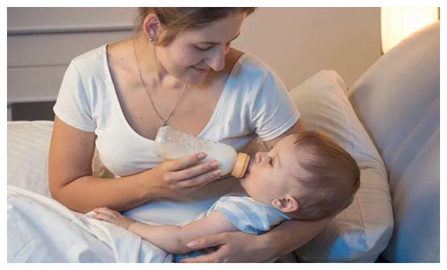 """宝宝半夜总是哭闹,父母学会5个""""技能"""",让孩子一觉睡到天亮"""