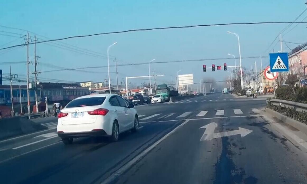 交警提醒:如果还不认识这5种道路标线,有2本驾驶证也不够扣!