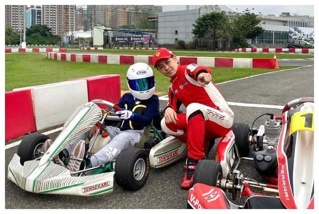 林志颖:F1延期了,只能带着kiMi开开卡丁车过过干瘾