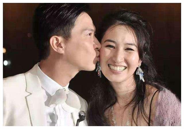 张家辉关咏荷:相爱28年,妻子两次流产,丈夫获影帝仍不离不弃