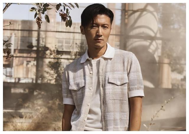 """7年前,陈坤用耳机怒砸谢霆锋,对方直怼:他就是一个""""大便"""""""