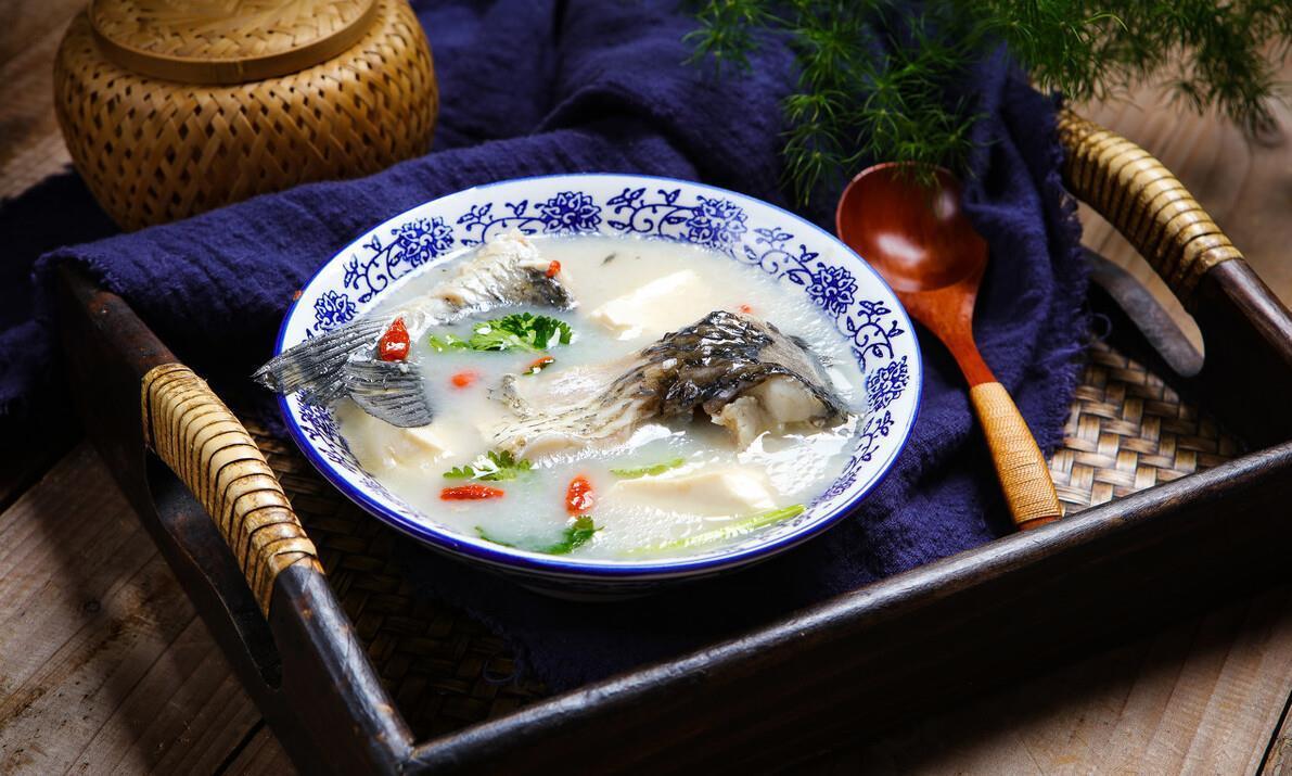不管炖什么鱼汤,牢记3个技巧,炖出来的鱼汤,奶白鲜美无腥味!