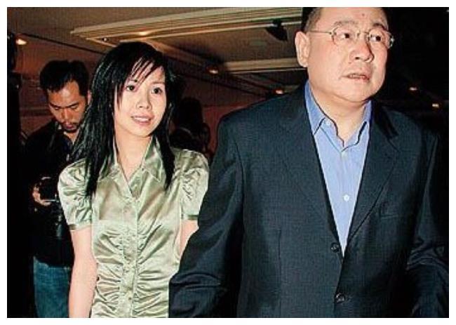 5次拒绝刘銮雄求婚,看不上关之琳李嘉欣,却跟60岁男人结婚生子