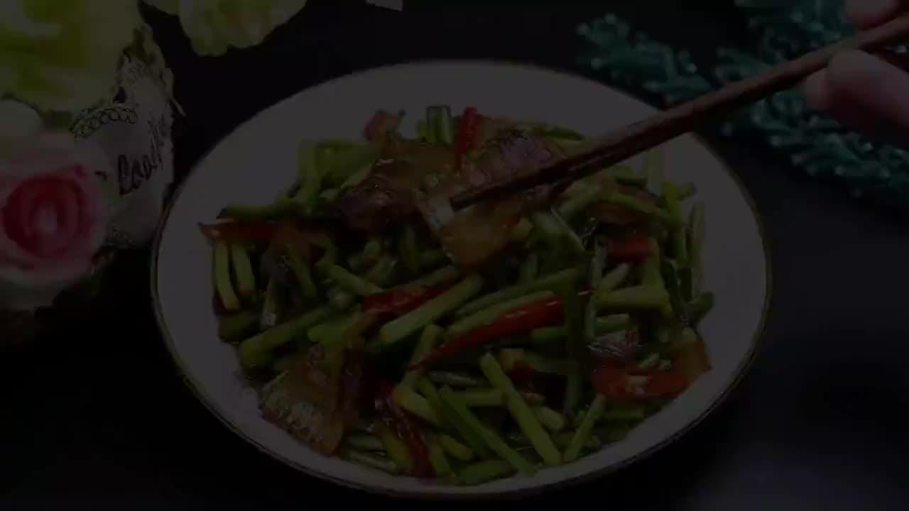 蒜苔怎么炒才好吃?学会这个小技巧,好吃又入味,我家一周吃5次