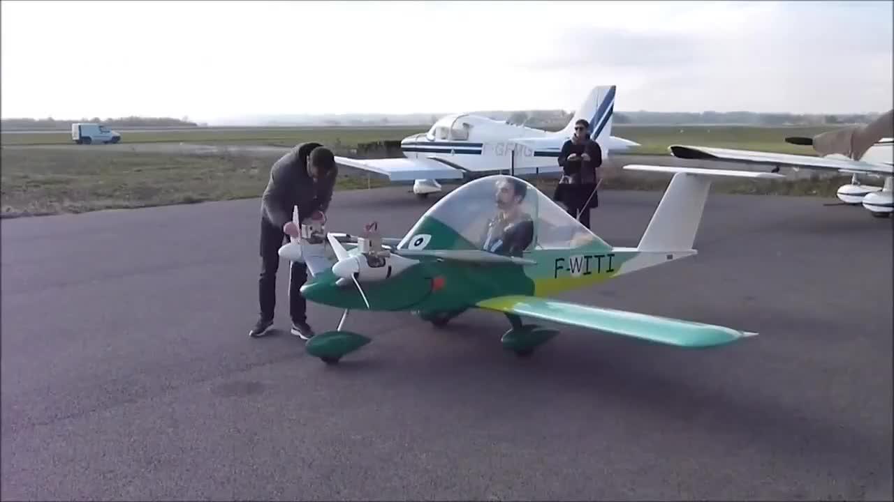 小伙发明小型私人飞机,启动起来动力十足,动手能力强就是任性