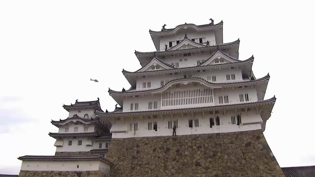 日本自卫队当民工用,给200年古建筑打扫卫生